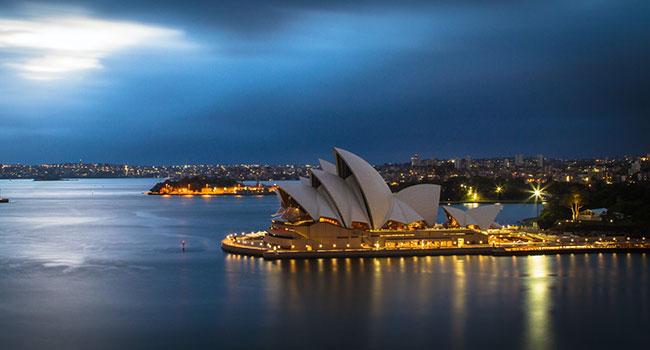 Australia's energy jobs rise while Canada's stall